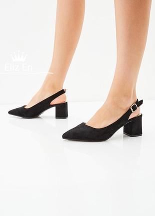 Актуальные туфли с открытой пяточкой