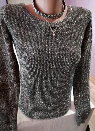 Супер свитерок,взаде на молнии,золотистая нить,люрексовой.