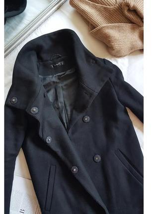 Шерстяное пальто со стойкой и большими кнопками hallhuber
