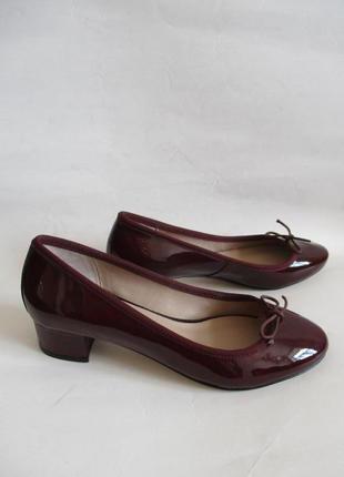 Кожаные лаковые туфли бордо французского бренда andre