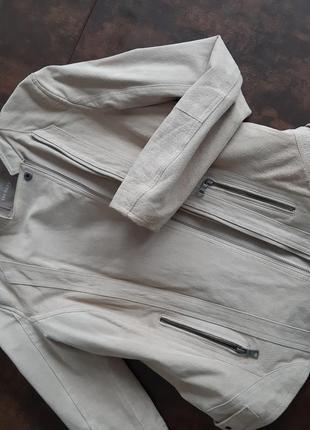 Бежевая куртка из натуральной замши