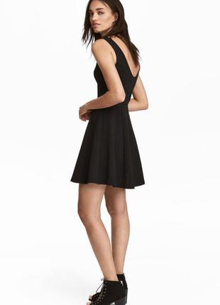 Базовое чёрное фактурное мини платье от h&m хs, s