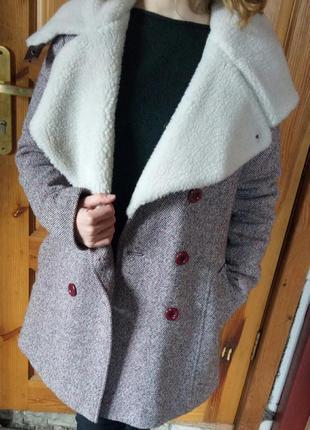 Шикарное зимне-осеннее пальтишко