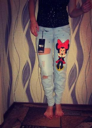 Рваные джинсы минни
