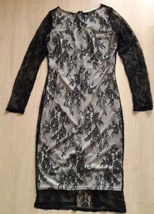 Кружевное платье на телесной подкладке