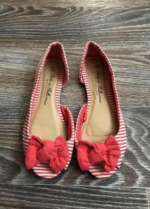 Красно-белые полосатые туфли балетки с бантом от atmosphere
