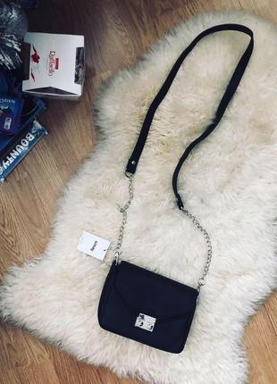 Маленькая чёрная сумочка клатч
