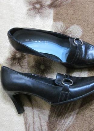 Кожаные итальянские туфли на среднем каблуке