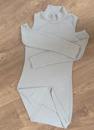 Платье /футляр мини/платье гольф/с открытыми плечами/вырезами на плечах/в рубчик/