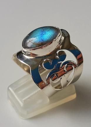 Серебряное кольцо с натуральным лабрадором