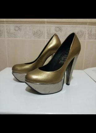 Шкіряні золотисті туфлі
