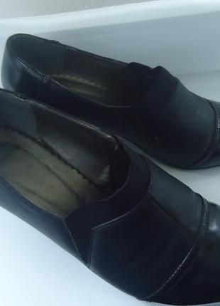Закрытые осенние туфли на полную ногу. размер 38, длина стельки 23.5 см.