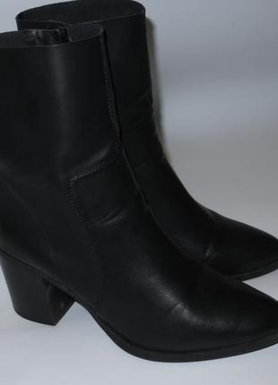 Акуратные и удобные ботинки р.42