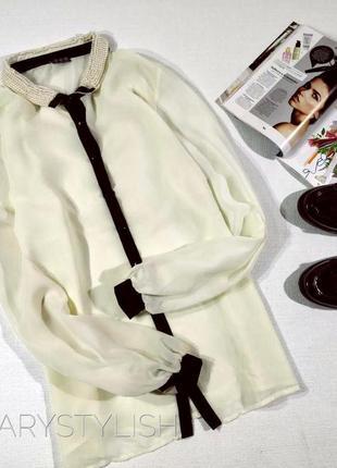 Белая блузка, цвет молоко, с бусинками на воротнике, светится полностью