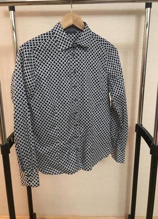 Крутая рубашка в геометрический принт
