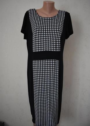 Элегантное платье с принтом большого размера