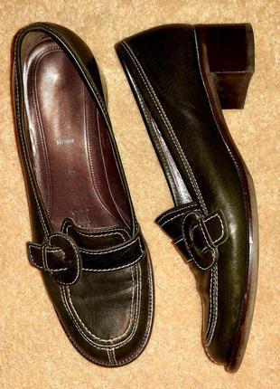 Супер стильні шкіряні туфлі відомого бренду