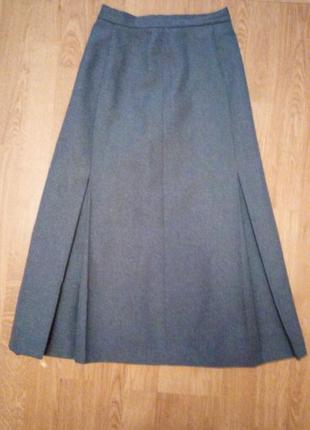 Серая классическая юбка деловая в складку годе