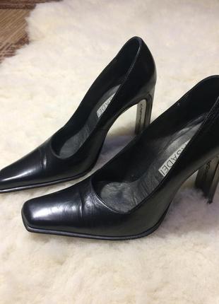 Туфли дорогой итальянской фирмы casadei
