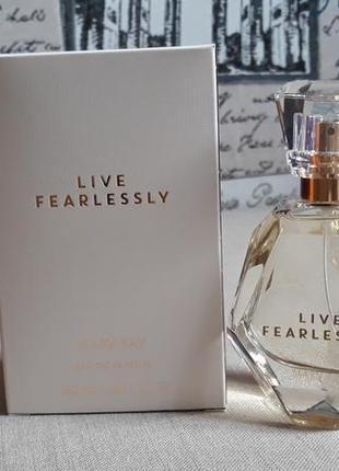 П/вода live fearlessly женственный цветочно-древесный аромат мери кей mary kay