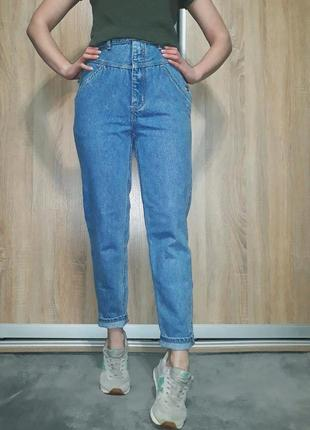 Эксклюзивные плотные джинсы-бойфренд mom с высокой посадкой на болтах3 фото