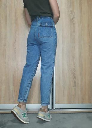 Эксклюзивные плотные джинсы-бойфренд mom с высокой посадкой на болтах4 фото