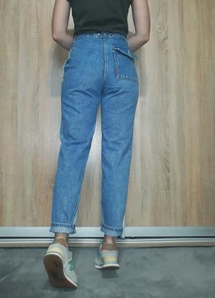 Эксклюзивные плотные джинсы-бойфренд mom с высокой посадкой на болтах5 фото