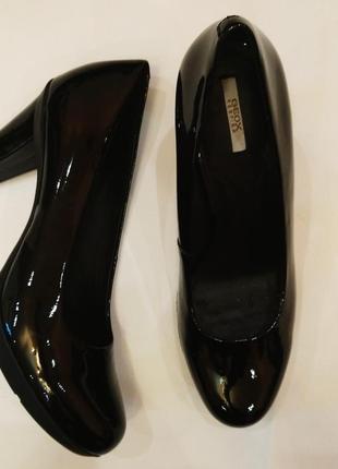 Лаковые туфли. обуты 2 раза