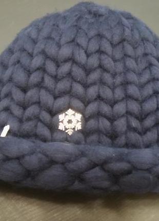 Объемная шапка из шерсти мериноса