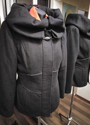 Потрясающее шерстяное полупальто куртка с выделенной талией zara