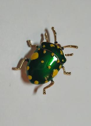 Брошь жук