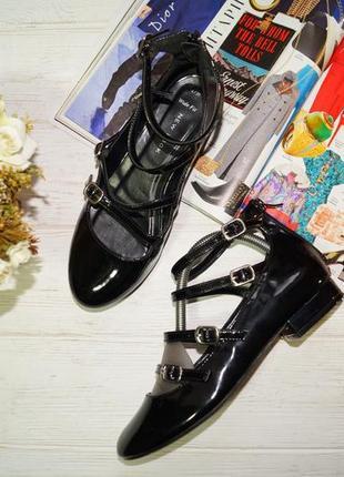 New look. красивые туфли с ремешками