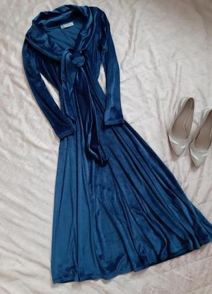 Красивое бархатное платье ультрамиди от  irena gregory