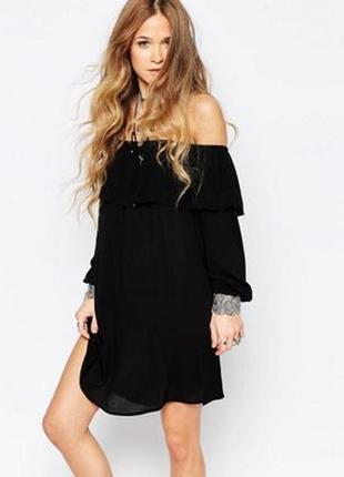 Стильное платье на плечи с воланом glamorous