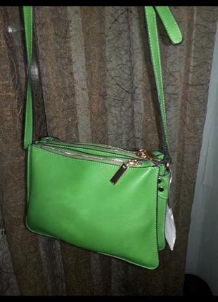 Зеленая сумка с плечевым ремнем