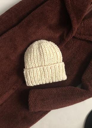 Трендовая объемная шапка крупной вязки