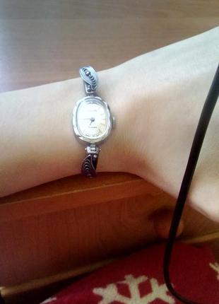 Женские механические часы luch (винтаж)