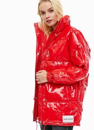 Куртка красная calvin klein jeans оригинал виниловая лаковая дутая оверсайз винил лак