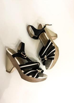 Женские черные босоножки на небольшом устойчивом удобном каблуке с переплетами обмен