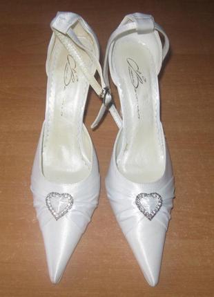 Женские белые туфли, можно как свадебные, 35 р. распродажа