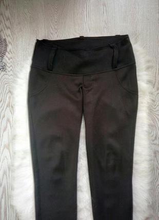 Черные плотные лосины с широким поясом длинными молниями бантами сзади леггинсы замками4