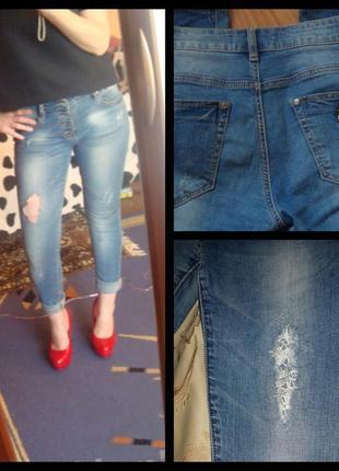 Зауженые джинсы с кружевом на болтах
