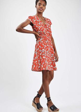 Платье в цветочный принт на пуговках в винтажном стиле topshop