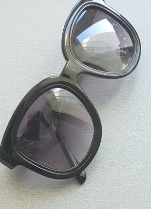 Черные солнцезащитные очки, женские