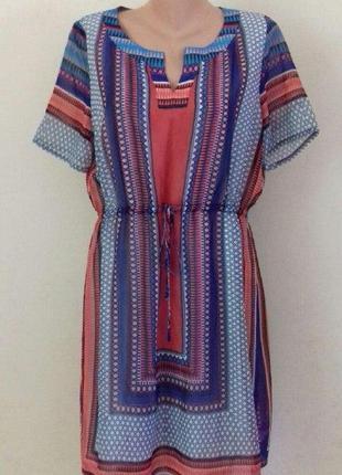 Красивое шифоновое платье с принтом