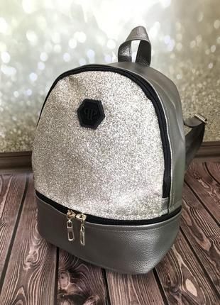 Стильный рюкзак с глиттером