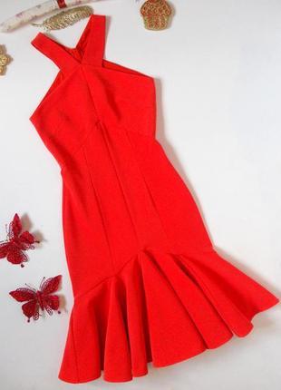 Шикарное яркое платье миди по фигуре морковное с воланом по низу плотное в рубчик