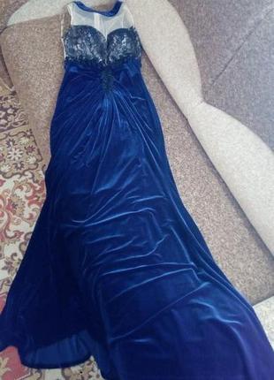 Роскошное бархатное вечернее платье