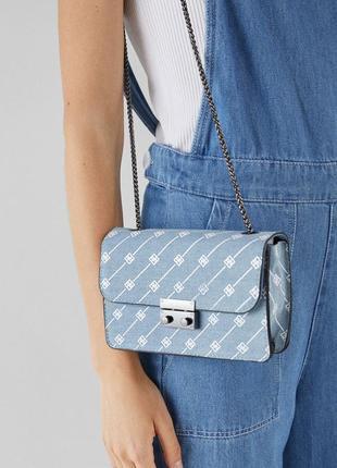 Мини-сумка с принтом клатч  bershka под джинс
