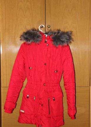 Куртка красная на холодную осень